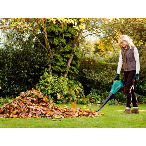 Использование садовой воздуходувки