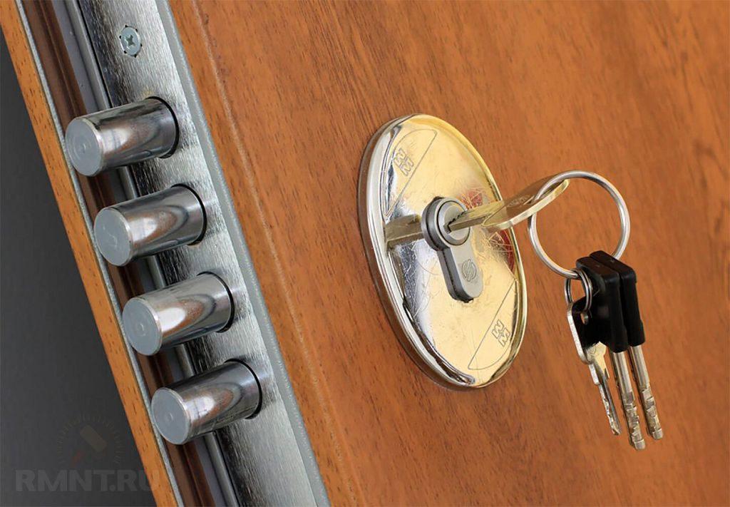 Когда нужна замена личинки входной железной двери?