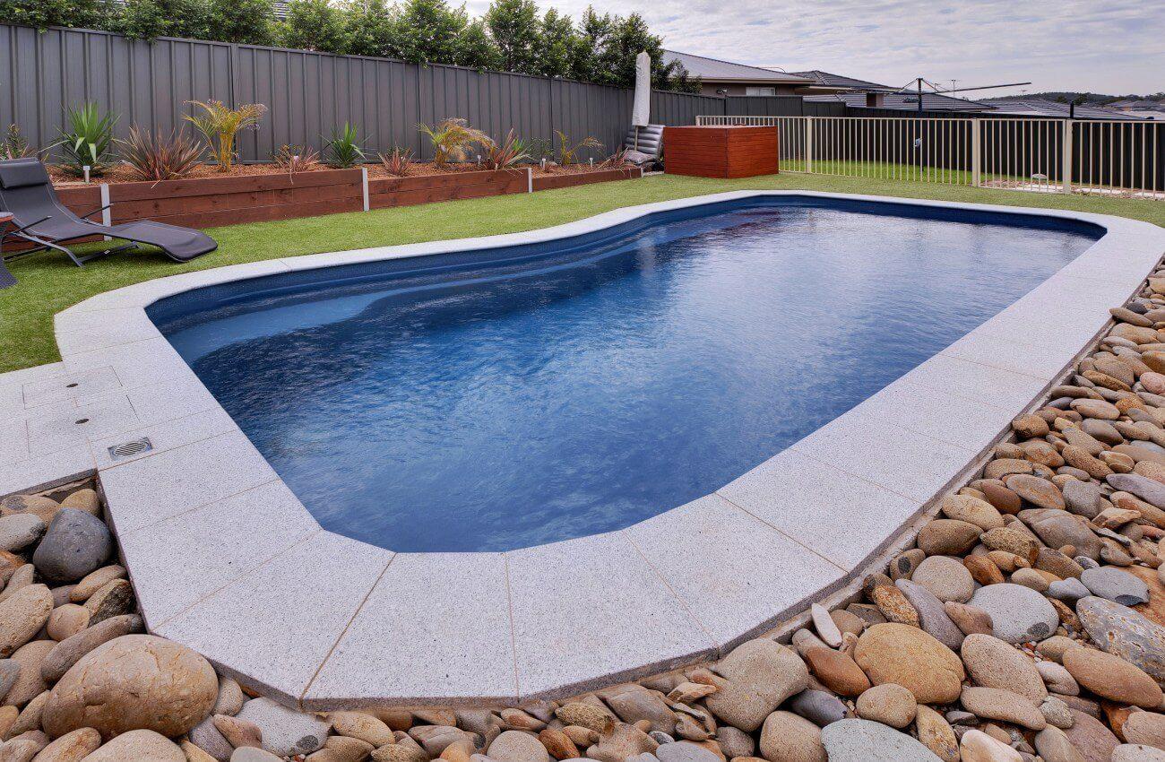 От чего зависит стоимость композитного бассейна?
