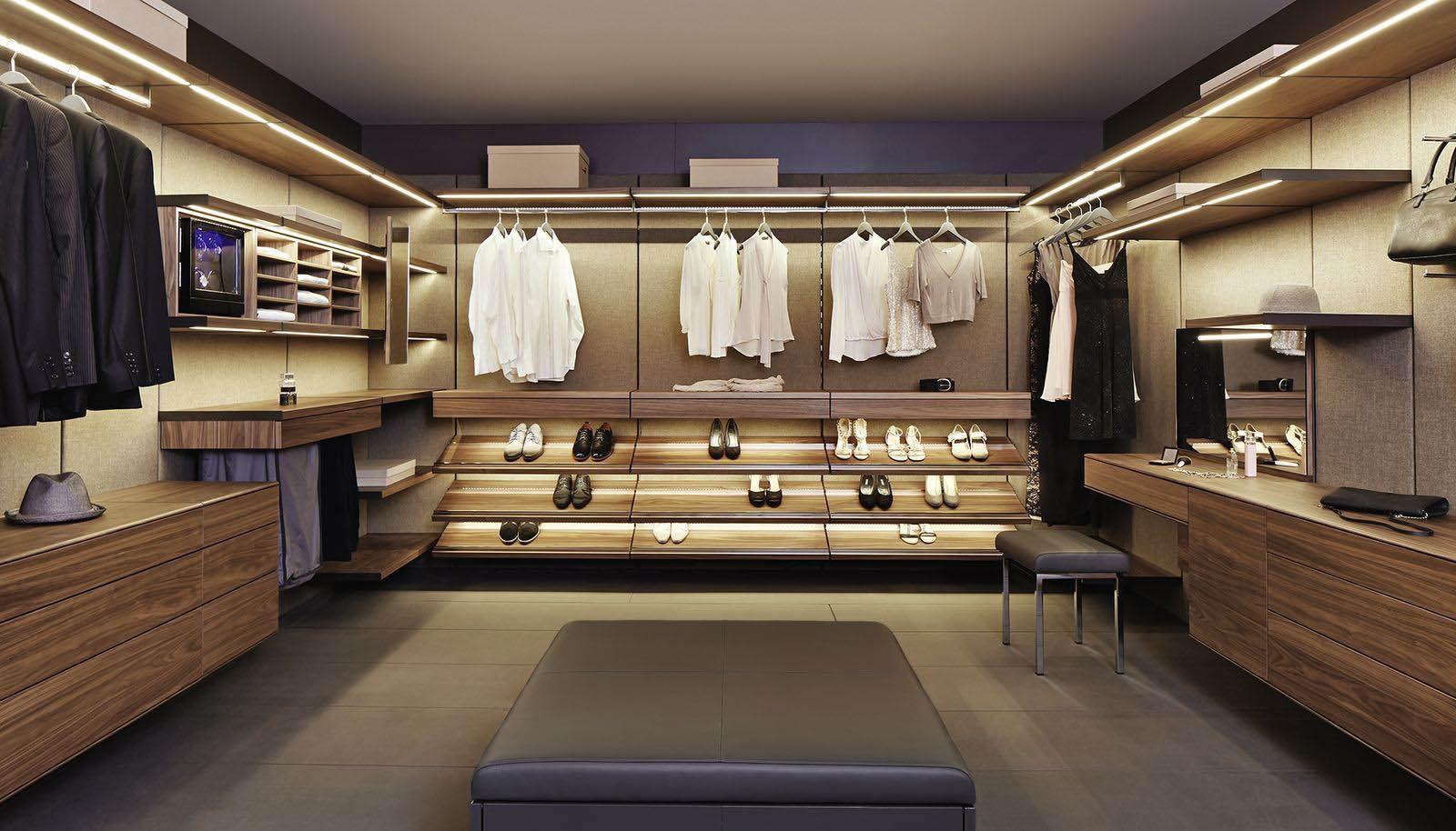 Универсальное торговое оборудование магазина одежды — особенности, концепция